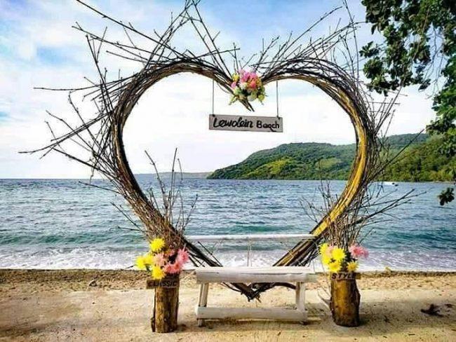 Wisata Pantai Lewolein via Facebook