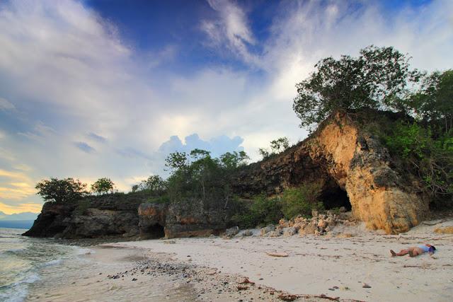 Wisata Pantai Liang Mbala