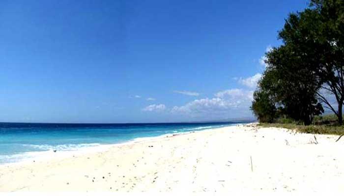 Wisata Pantai Mananga Aba