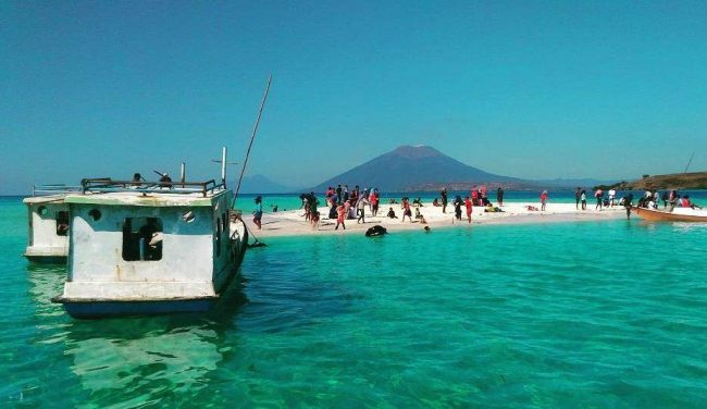 Wisata Pantai Nuha via IG @abdill_dainaman