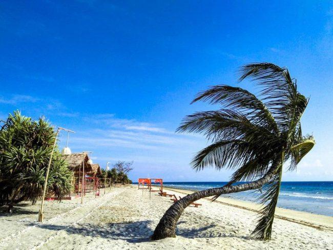 Wisata Pantai Padadita via IG @erick_bire