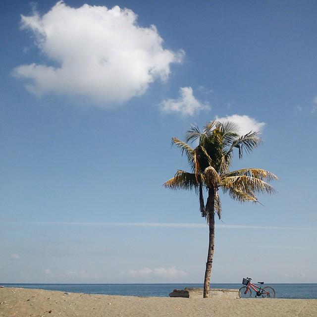 Wisata Pantai Penghulu Agung via IG @aibubble