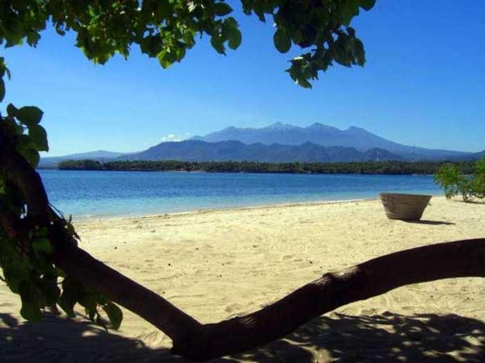 Wisata Pantai Sire via Lombok Indonesiua