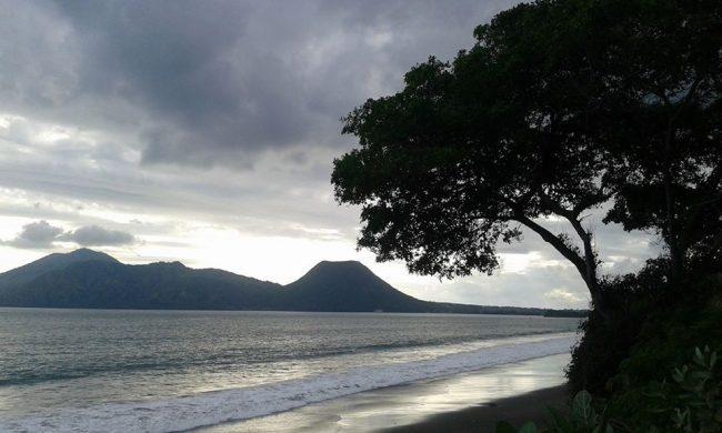Wisata Pantai Tangga Alam via Tigadanauwarna