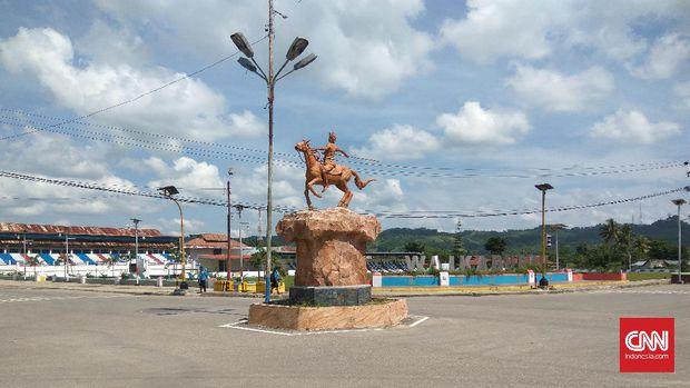 Wisata Patung Kuda Kota Waikabubak via Cnn