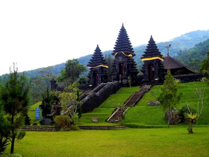 Wisata Pura Agung Gunung Sari via Hindu Damai