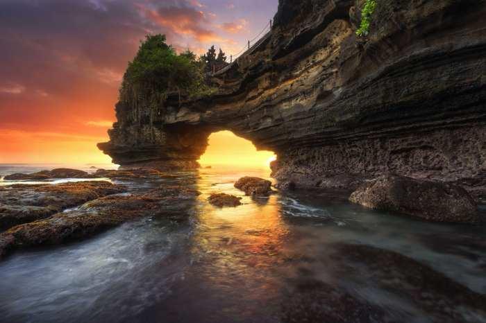 Wisata Pura Batu Bolong via Explore-Lombok-Island