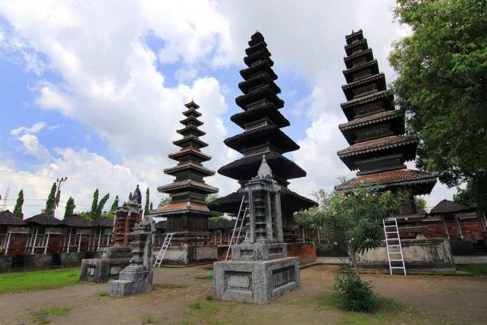 Wisata Pura Meru via Indonesia Kaya