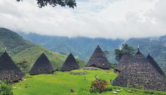 Wisata Rumah Adat wae Rebo via IG @entertraveller - Tempat Wisata Di Flores Timur