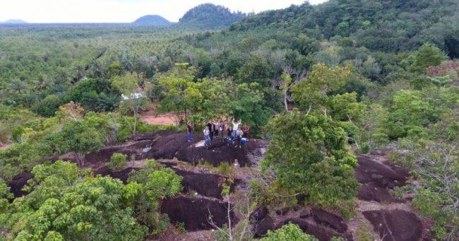Alam Batu Gajah Kubu Raya via Pesonawisataindonesia