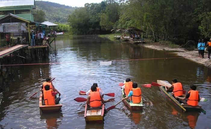 Danau Tadow Indah via Pesonasingkawang
