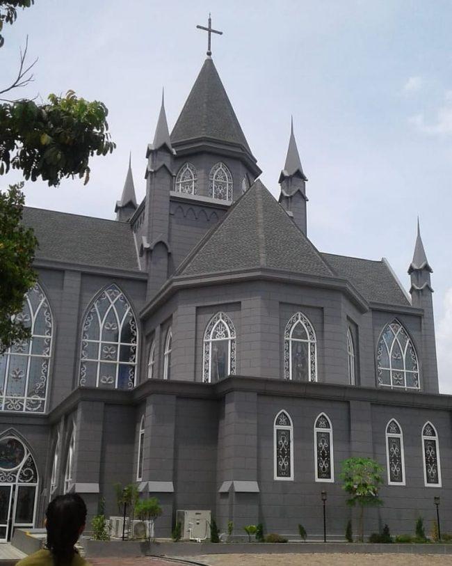 Gereja Katedral Sintang via IG @haramaharani07
