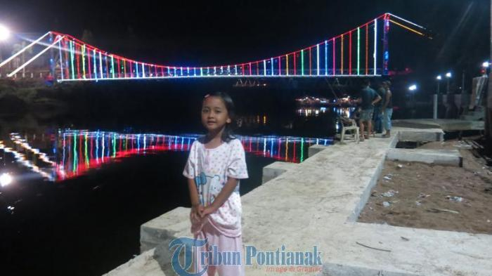 Jembatan Gantung Sekayam via Tribunnews