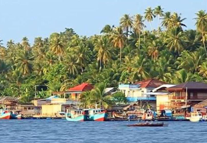 Kepulauan Batu - tempat wisata di Nias Selatan