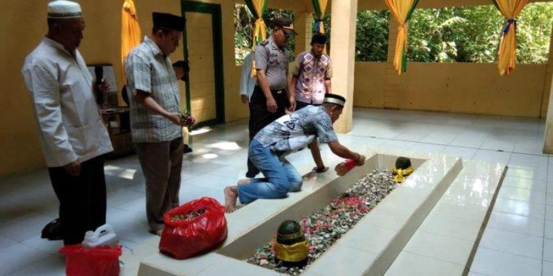 Makam Raja Landak via Tribunnews