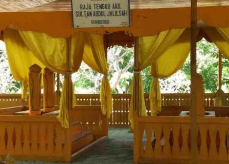 Makam Raja Tengku Akil