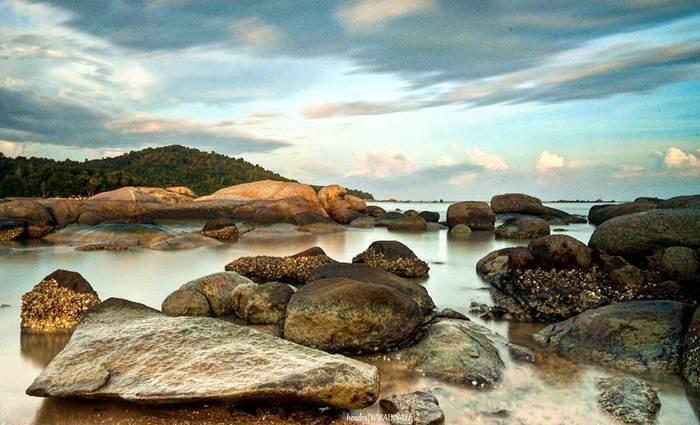 Pantai Batu Burung via IG @hwiradinata