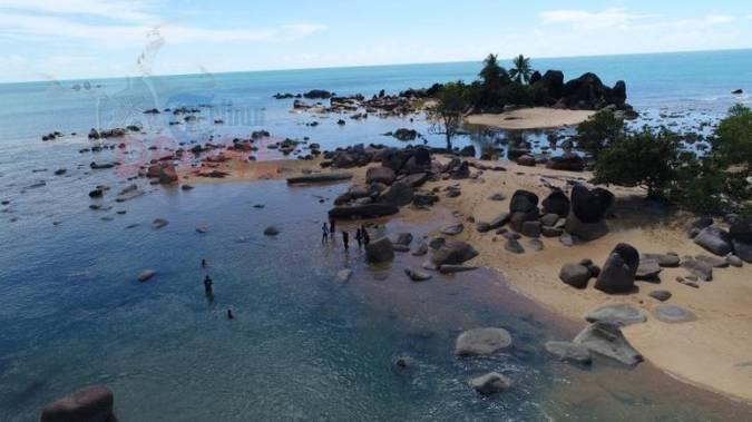 Pantai Batu Nenek via Tribunnews