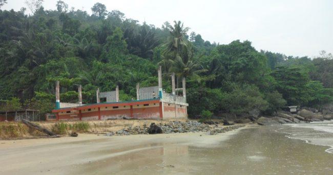 Pantai Bukit Raya Putri Serai via Info-sambas.blogspotcom