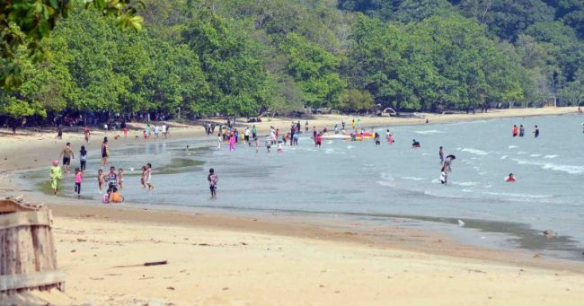 Pantai Pulau Datok via Wartakayongnews.blogspotcom - Tempat Wisata Di Kayong Utara