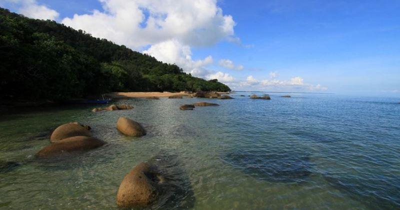 Pantai Tanjung Datu via Kompas