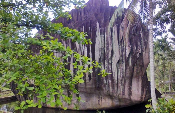 Taman Batu Belimbing via Pesonasingkawang