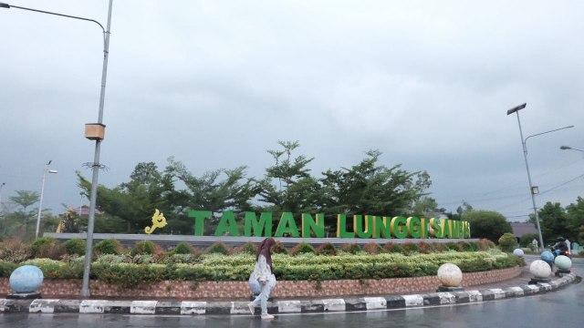 Taman LUNGGI Sambas Foto Hi Pontianak