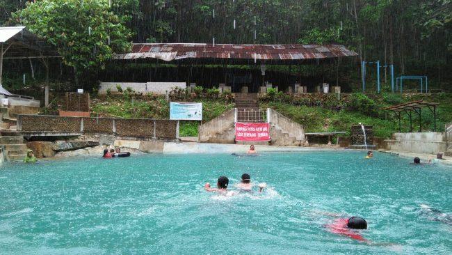 Wisata Pemandian Di Kaki Bukit Anjongan via Yunisura.wordpresscom