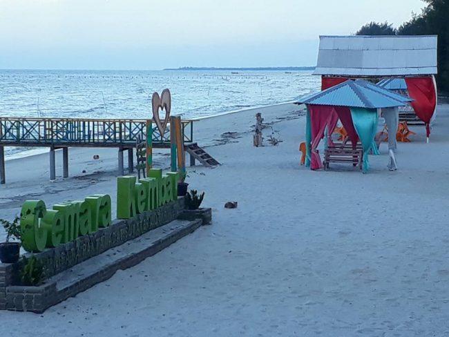 Pantai Cemara Kembar