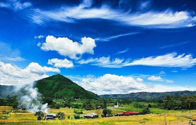 Bukit Tara Bunga via IG @roymanik78 - tempat wisata di Toba Samosir