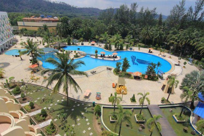 Kolam Renang Harris Resort Batam Waterfront