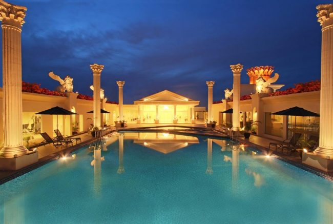 Kolam Renang Harmoni One Convention Hotel