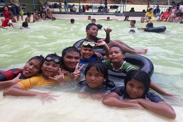 Kolam Renang Taman Lestari