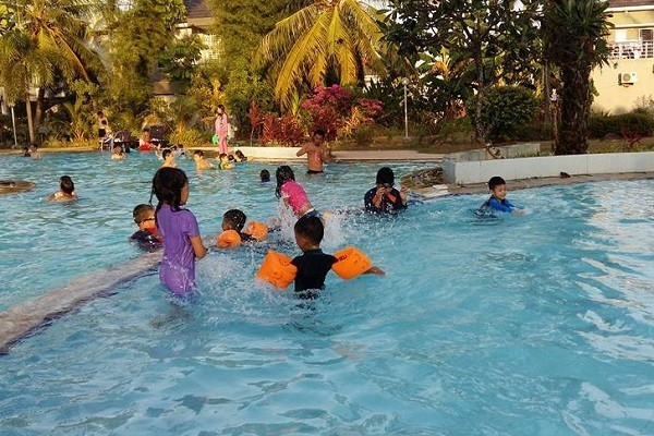 Kolam Renang Family Park Batam