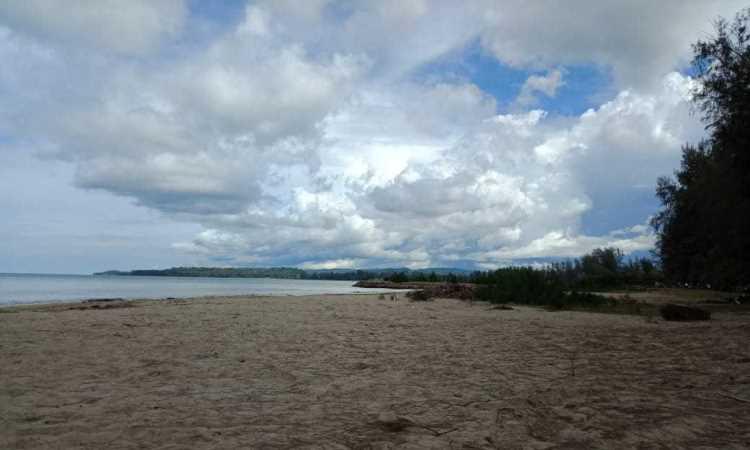 Pantai Hoya via Kompasiana