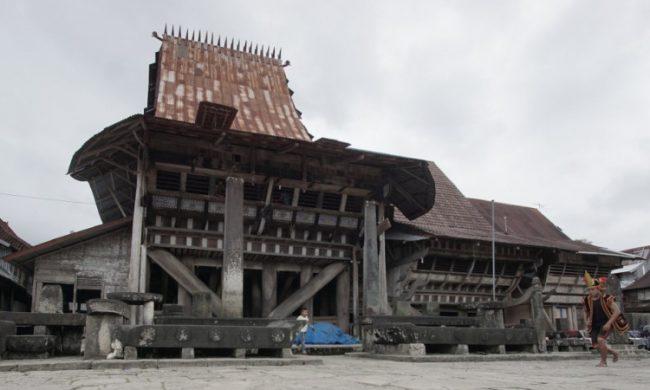 Pemukiman Rumah Adat Tradisional via Pesona Travel
