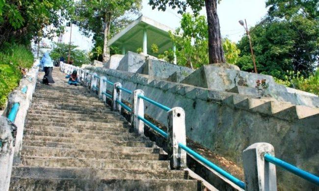 Tangga Seratus via Travelwisatasumut