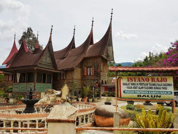 Istano Rajo - tempat wisata di Tanah Datar