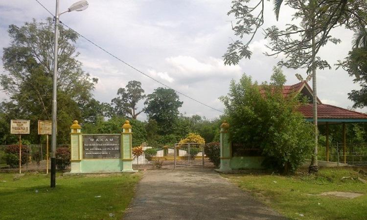 Makam Raja Indragiri via Armansyahmyid - Tempat Wisata Di Indragiri Hulu
