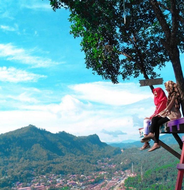 Menikmati Indahnya Kota Tua Sawahlunto Dari Puncak Cemara via IG @nitarahmaputri10