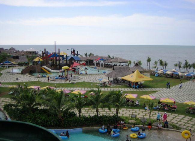 Pantai Cermin dan Cermin Theme Park