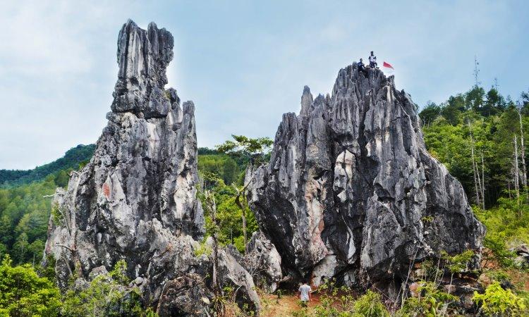 Puncak Batu Runcing via Sawahluntotourism