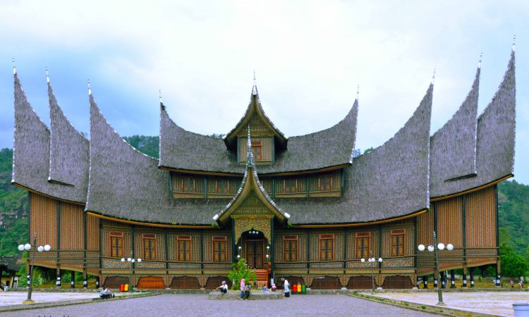 Wisata Istana Pagaruyung / Istana Basa