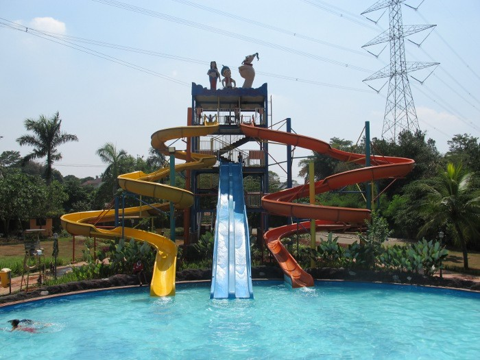 Aquatic Fantasy Telaga Golf via Indonesiawaterboom.wordpresscom