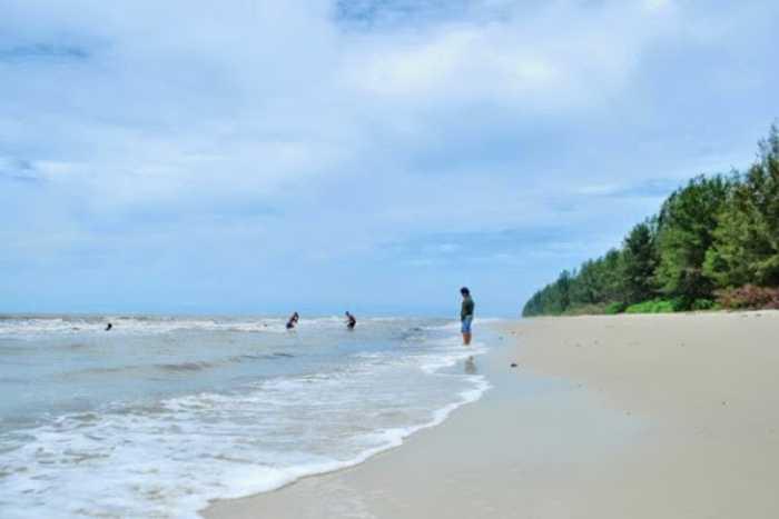 Pantai Teluk Rhu via Hallo Riau