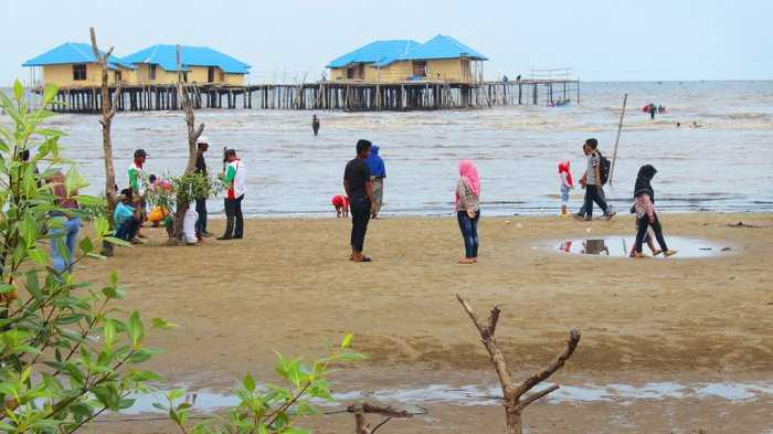 Pantai Tenggayun via Tribunnews