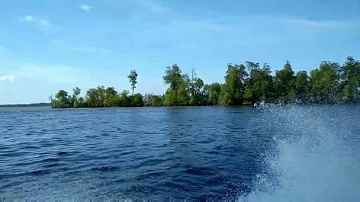 Pulau Dedap Durhaka via @indoholidayguide