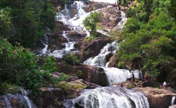 Air Terjun Tujuh Tingkat Temburun - tempat wisata di Kepulauan Anambas