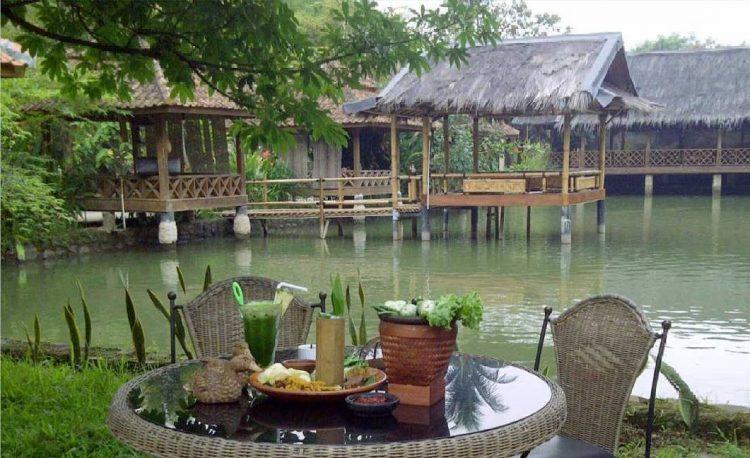 Balai Desa Rumah Makan via Simmanews