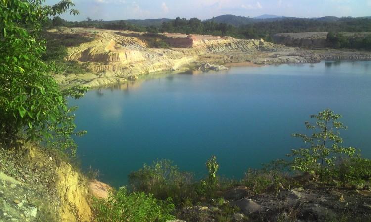 Danau Biru via djangki.wordpresscom